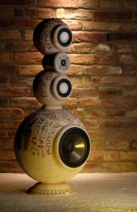 Egyiptomi stílusú design hangfal